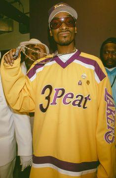 Snoop Dogg, Rapper, Eminem, Estilo Gangster, Looks Hip Hop, Ropa Hip Hop, Hip Hop Classics, Nba Pictures, Rap Wallpaper