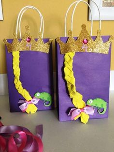 DIY Goody Bags for Rapunzel theme party - Trend Parks Disney 2020 Rapunzel Birthday Cake, Tangled Birthday Party, 4th Birthday Parties, Frozen Birthday, 5th Birthday, Disney Princess Party, Princess Birthday, Bday Girl, Goodie Bags