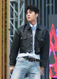 A whole man Aka Songs, Ikon Member, Ikon Debut, Ikon Wallpaper, Song Of The Year, Kim Hanbin, Kim Dong, Wattpad
