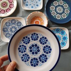 China Painting, Shibori, Design Crafts, Starters, Dots, Blue And White, Homemade, Plates, Tableware