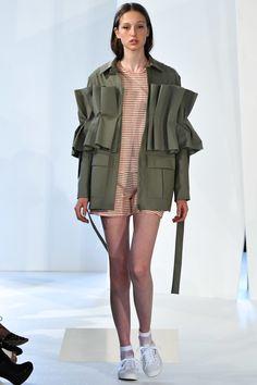 Malaikaraiss Berlin Spring 2017 Fashion Show - Vogue Fashion Mode, Runway Fashion, High Fashion, Fashion Show, Fashion Outfits, Womens Fashion, Fashion Trends, Look 2017, Mode Chanel