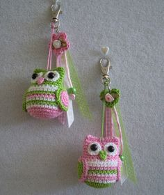 I wouldn't want an owl keyring, but these guys would be great for the girls room. I'd just have to supersize the pattern :)