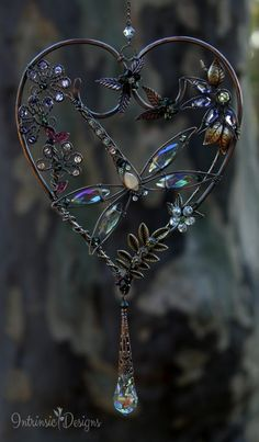 Dragonfly sun catcher Šperky z krystalů a drátu Wire Crafts, Bead Crafts, Jewelry Crafts, Wire Wrapped Jewelry, Wire Jewelry, Jewelery, Carillons Diy, Butterfly Wind Chime, Diy Wind Chimes