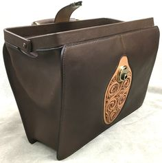 Bagdad, Leather Carving, Frame Bag, Leather Crafts, Leather Bags Handmade, Michael Kors Jet Set, Fashion Bags, Leather Handbags, Steampunk
