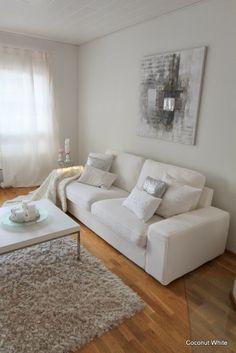 Coconut White: White Christmas living room