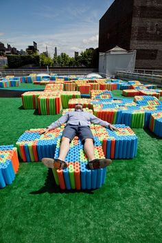 Four seating areas cluster around an 'X' shaped turf runway on the roof of the former Dia building in Chelsea. The furniture, also X-shaped in plan, is built. Diy Crafts To Sell, Crafts For Kids, Theme Design, Pool Noodle Crafts, Picnic Blanket, Outdoor Blanket, Mini Pool, Pool Noodles, Fun Noodles