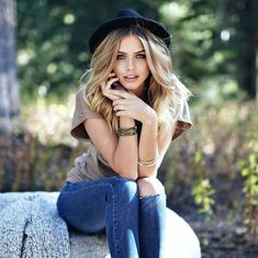 21 best Marina Laswick images on Model Poses Photography, Photography Women, Teenage Girl Photography, Girl Photo Poses, Girl Poses, Photo Shoot, Marina Laswick, Poses For Pictures, Portrait Poses