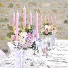 Chandelier fleuri, mariage romantique, poudré                                                                                                                                                                                 Plus