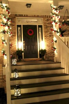Cool 45 Awesome Christmas Front Porch Decor Ideas https://homeylife.com/45-awesome-christmas-front-porch-decor-ideas/