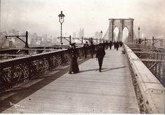 postcard - old new york - 1903 - the brooklyn bridge promenade - looking toward manhattan