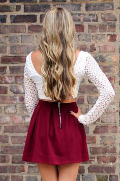 white sweater, red skirt, fall outfit would wear them with some tights Cute Fashion, Teen Fashion, Fashion Outfits, Womens Fashion, Bad Girl Look, Fall Outfits, Cute Outfits, Cooler Look, Inspiration Mode