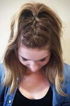 18 Easy Braids for Short Hair 夏のヘアスタイル、Updos Updo Tail Summer Short Hair Styles Easy, Medium Hair Styles, Curly Hair Styles, Natural Hair Styles, Hair Braiding Styles, Hairstyles For School, Short Hairstyles For Women, Curly Haircuts, Prom Hairstyles