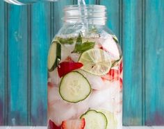 Strawberry Lime Cucumber and Mint Infused Water Strawberry Lime Cucumber and Mint Water- yum! The post Strawberry Lime Cucumber and Mint Infused Water appeared first on Summer Ideas. Refreshing Drinks, Fun Drinks, Yummy Drinks, Healthy Drinks, Healthy Eating, Healthy Meals, Healthy Detox, Healthy Water, Alcoholic Beverages