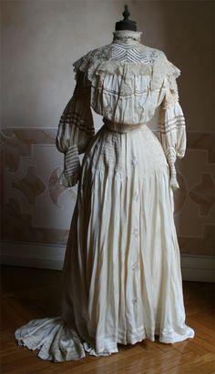Enchanted Serenity of Period Films: Edwardian Fashion - Image Gallery 2 Edwardian Costumes, Edwardian Dress, Period Costumes, Edwardian Fashion, Edwardian Era, Vintage Fashion, Serenity, Two Piece Dress, Fashion Images