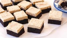 Brownies with Coffee Cream Coffee Cream, Cheat Meal, Brownie Cookies, Pastry Cake, No Bake Cake, Cornbread, Sweet Recipes, Food To Make, Brownies