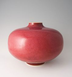 Brother Thomas, Large Heart-Shaped Vase, Rose Red glaze, porcelain, 1075 x 135 x 135 click the image for further information Modern Ceramics, Contemporary Ceramics, White Ceramics, Ceramic Decor, Ceramic Plates, Pottery Bowls, Ceramic Pottery, Make Your Own Pottery, Colored Vases