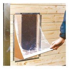 Pour les niches pour chiens en bois CONFORT : Battant souple en PVC transparent, épaisseur 5 mm, protège efficacement des intempéries, garde la chaleur de l'animal à l'intérieur de la niche