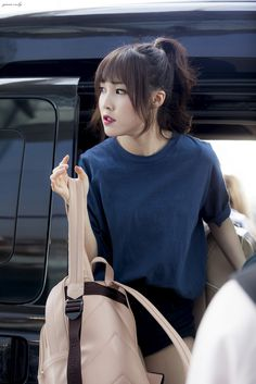 Choi Yuju Gfriend Album, Gfriend Yuju, Bubblegum Pop, Airport Style, Airport Fashion, G Friend, Kpop Girls, Asian Girl, Tote Bag