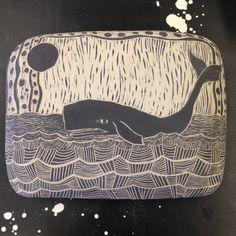 It's a whale! Art Nouveau, Art Deco, Clay Tiles, Ceramic Animals, Ceramic Pottery, Whale, Hobbies, Arts And Crafts, Tutorials