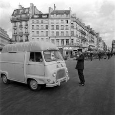 Estafette Renault aux Halles, Paris, photo d'Aimé Dartus, 1967.