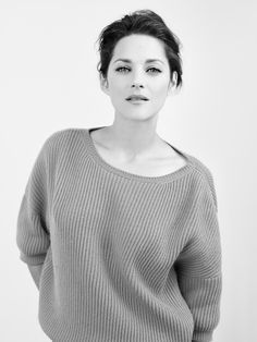 Marion Cotillard, simple and clean.
