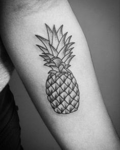 What does pineapple tattoo mean? We have pineapple tattoo ideas, designs, symbolism and we explain the meaning behind the tattoo. La Tattoo, Ankle Tattoo, Tattoo Blog, Pineapple Tattoo Meaning, Pinapple Tattoos, Fruit Tattoo, Food Tattoos, Traditional Tattoo Flash, Cute Little Things