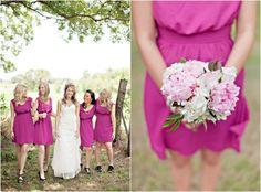 rosa fuchsienfarbe kurze Brautjungfernkleider pfingstrosen strauß