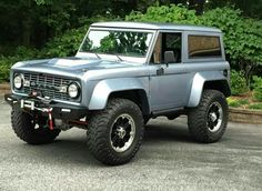Ford bronco Old Ford Bronco, Bronco Truck, Early Bronco, Classic Bronco, Classic Ford Broncos, Classic Trucks, Cool Trucks, Big Trucks, Ford Off Road