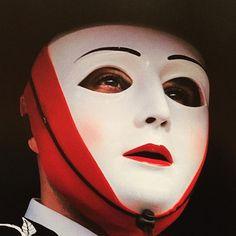 La maschera della Sartiglia di Oristano indossata da Su Componidori, il protagonista della giostra equestre medievale #sucomponidori #sartiglia #oristano #giostracavalleresca #tradizioni #costumi #costumisardi #likes_sardegna #focusardegna #italiainunoscatto #sardegna #sardegnaofficial #unlimitedsardinia #unionesarda #maschera #maschere #photoart