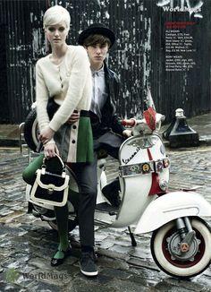 Mod couple on scooter Mod Fashion, 1960s Fashion, Vintage Fashion, Vintage Style, Style Fashion, Mod Scooter, Lambretta Scooter, Piaggio Vespa, Vespa Scooters