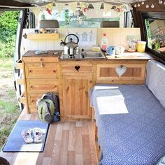 "1,211 mentions J'aime, 12 commentaires - Volkswagen Interiors. (@vwinteriors) sur Instagram : ""Pretty as a picture from @tintoptales . . Dm or Hashtag #vwinteriors to be featured . #hippyvan…"""