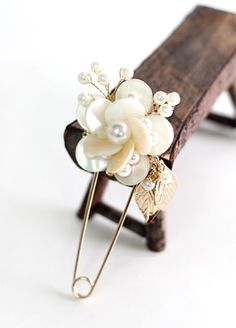 Flower safety pin