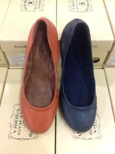 cb76e666339d New Lucky Brand Flats in Gold Flame and Navy