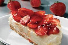 Δροσερή και φανταστική συνταγή για σας που θέλετε να εντυπωσιάσετε τους καλεσμένους σας. Μπορείτε να αντικαταστήσετε τις φράουλες με κεράσια, βύσσινα, φρούτα του δάσους και την ανάλογη μαρμελάδα