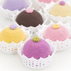 OHJE: Virkattu leivos Crochet Food, Crochet Crafts, Knit Crochet, Food Crafts, Crafts To Do, Felt Play Food, Food Patterns, Mini Cupcakes, No Bake Cake