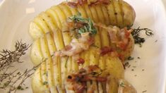 Patate a ventaglio con speck Protein Cookies, Lidl, Pasta Salad, Baked Potato, Potatoes, Baking, Ethnic Recipes, Food, Roast