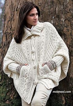 hand knitted cardigan Very warm and thick poncho suitable for winter and autumn. Knitted from soft yarn entirely handmade. Cape En Crochet, Knitted Cape, Hand Knitted Sweaters, Sweater Knitting Patterns, Knitting Designs, Hand Knitting, Knit Crochet, Poncho Cape, White Poncho