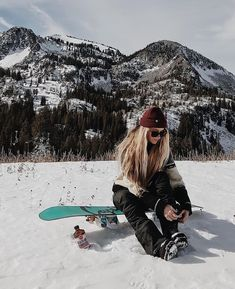 Snowboarding sport - Back to School Snowboarding Outfit, Snow Pictures, Foto Casual, Foto Instagram, Burton Snowboards, Winter Pictures, Whistler, Ski And Snowboard, Winter Photography