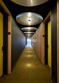 70 Beautiful Corridor Lighting Design For Perfect Hotel - Dlingoo Dezeen Architecture, Residential Architecture, Australian Architecture, Circular Ceiling Light, Melbourne Apartment, Corridor Lighting, Corridor Ideas, Hotel Corridor, Space Interiors