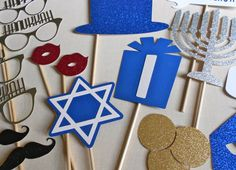 These Hanukkah themed photo booth props are absolutely adorable!