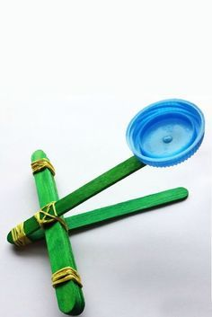 Love how simple and easy this is to make with your kids ---Easy {and Fun} Catapult for Kids to Make