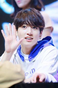 180603 | #BTS at Hongdae Fansign ♪