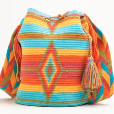 Not crochet, but love the colors. Mochila Crochet, Bag Crochet, Crochet Handbags, Crochet Purses, Love Crochet, Crochet Stitches, Crochet Capas, Tapestry Crochet Patterns, Tapestry Bag