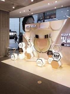 VELY VELY Pop-up, Oliveyoung – 디자인 밀리미터 Pos Display, Store Displays, Display Design, Store Design, Cosmetics Display Stand, Cosmetic Display, Cosmetic Shop, Pos Design, Retail Design