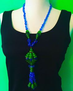 Beautiful Vintage Necklace Green Glass Beads Drop Pendant Gold Tone Chain