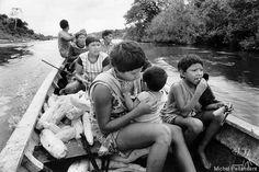 Na primeira semana de abril, uma das terras indígenas do povo Arara finalmente teve seu processo de demarcação concluído. Publicada no Diário Oficial, a homologação da TI Cachoeira Seca do Iriri, no Pará, com 788.633 hectares, reconhecida como de posse dos Arara pela Presidência da República é uma vitória da comunidade que esperou mais de 30 anos pela demarcação da área. A assinatura do decreto por Dilma Rousseff é uma das principais condicionantes da Usina Hidrelétrica de Belo Monte.