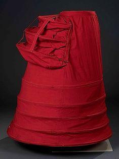 Красный цвет, пожалуй, самый многозначный. Он символизирует любовь, страсть, грех, огонь, революцию. Это цвет крови и самой жизни. Одежду красного цвета носили куртизанки и монархи. Его ассоциировали и с солнцем, и с дьяволом. Его презирали, им восхищались. В 18 веке он считался вульгарным и безвкусным. Приличным дамам не рекомендовалось носить однотонные красные платья.