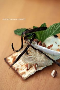 Unleavened Bread with Baba Ganoush, Buffalo Mozzarella and Mint - Pane azzimo con baba ganoush, mozzarella e menta