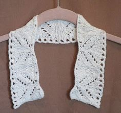 White Knitted Collar using a cotton cashmere blend yarn.