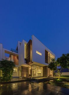 The Overhang House by DADA